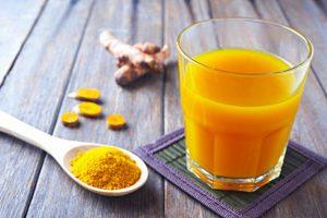 Uống tinh bột nghệ pha nước ấm hàng ngày giúp giảm cân hiệu quả